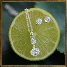 Classic Diamond necklace & earring set